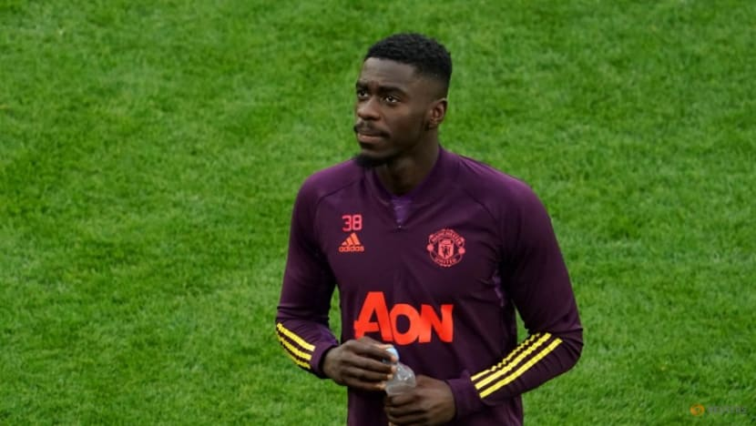 United's Tuanzebe returns to Villa on season-long loan