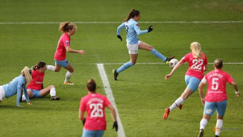 Manchester clubs win to keep up Chelsea chase in WSL