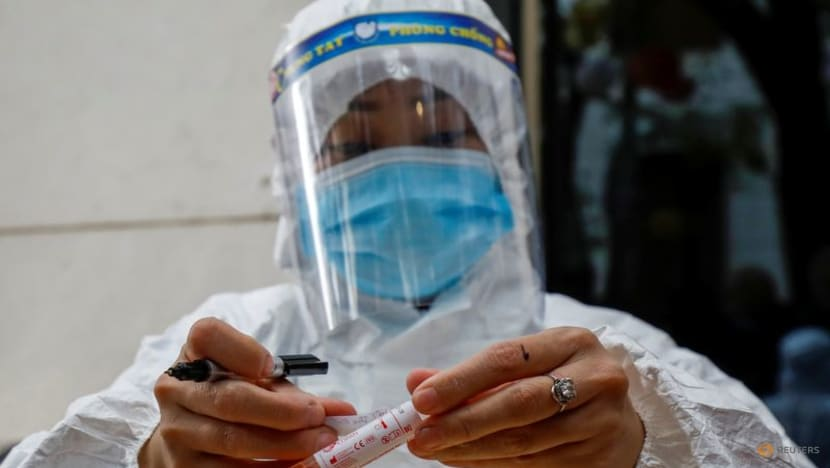 Vietnam reports 11,575 COVID-19 infections, 318 deaths