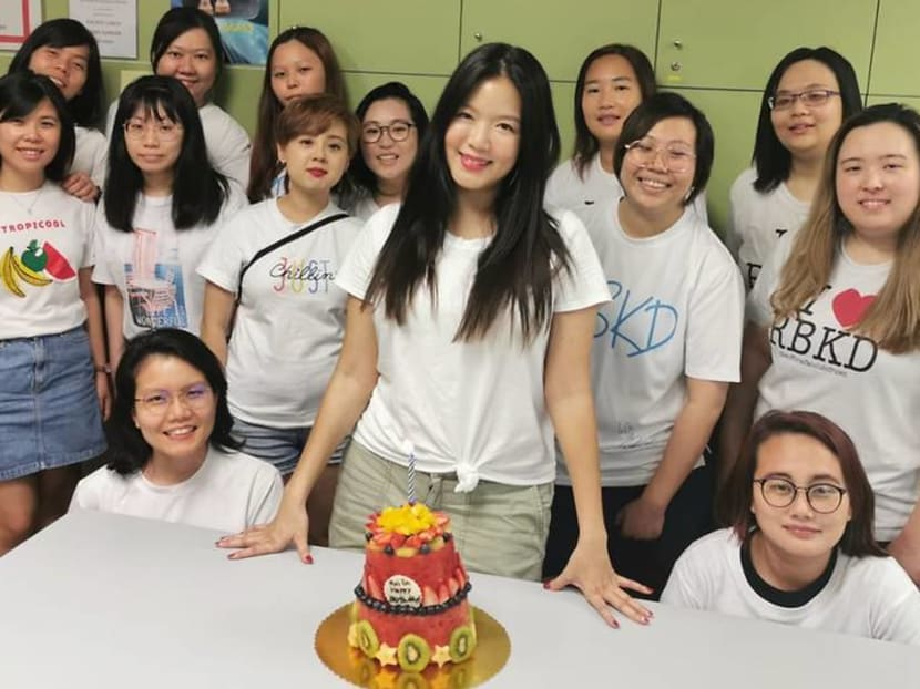 Rui En celebrates turning 39 with fan club by giving back to the elderly