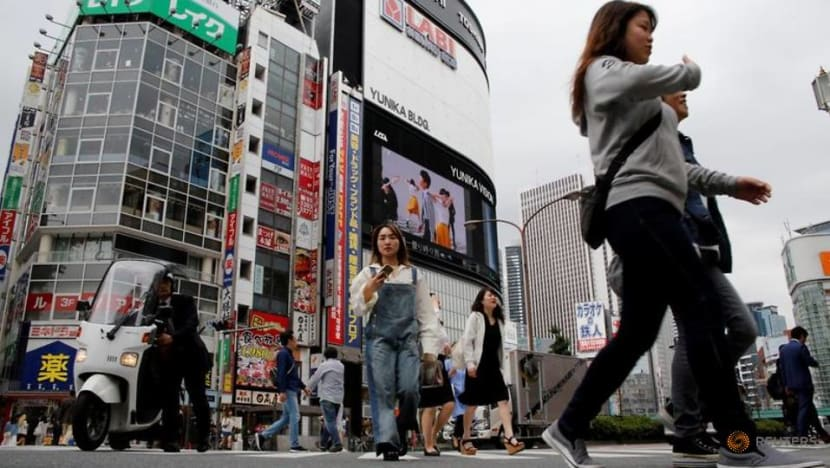 Japan service sector sentiment dips in May
