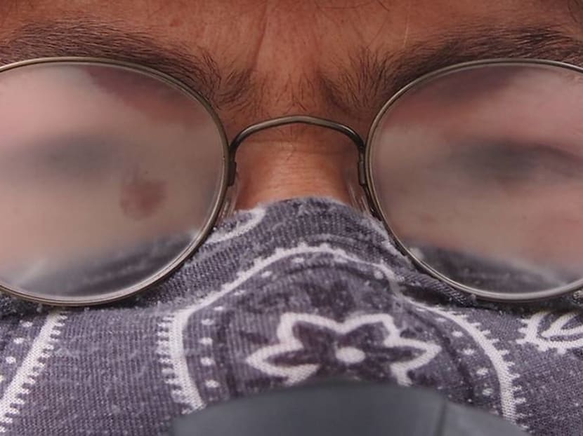 How to prevent your glasses from fogging when wearing a mask