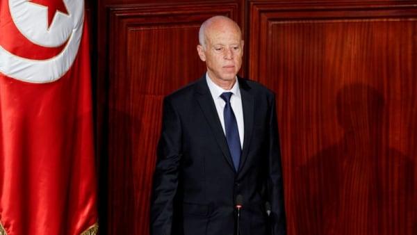Tunisians fret at president's silence on future thumbnail