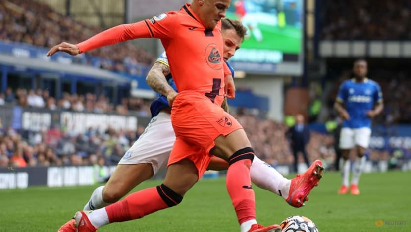 Football: Everton condemn Norwich to sixth straight defeat