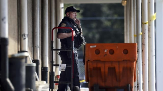 美国田州邮局发生枪击案 三人亡
