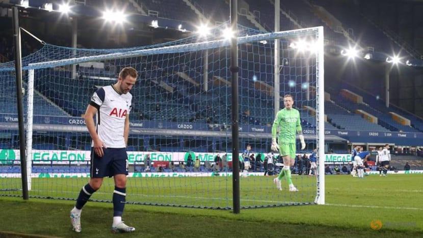 Soccer-Tottenham won't take risks with Kane in final, says Mason