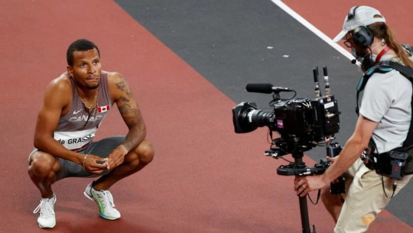 Olympics-Athletics-Knighton ready to fill Bolt's shoes, De Grasse fastest into 200m final