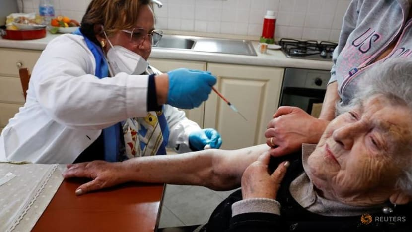 Italy makes COVID-19 vaccine mandatory for all health workers