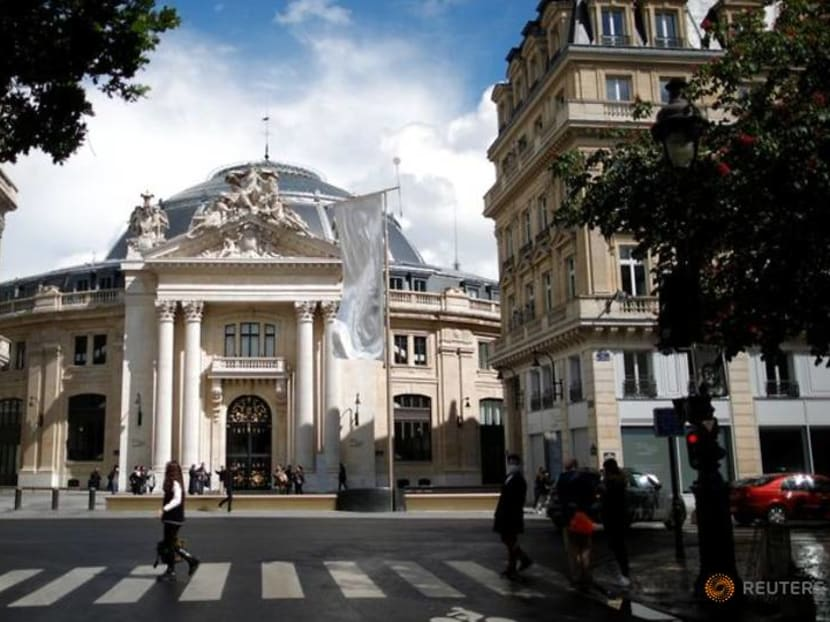 Tycoon's art trove unveiled in Paris, home to billionaires' culture contest