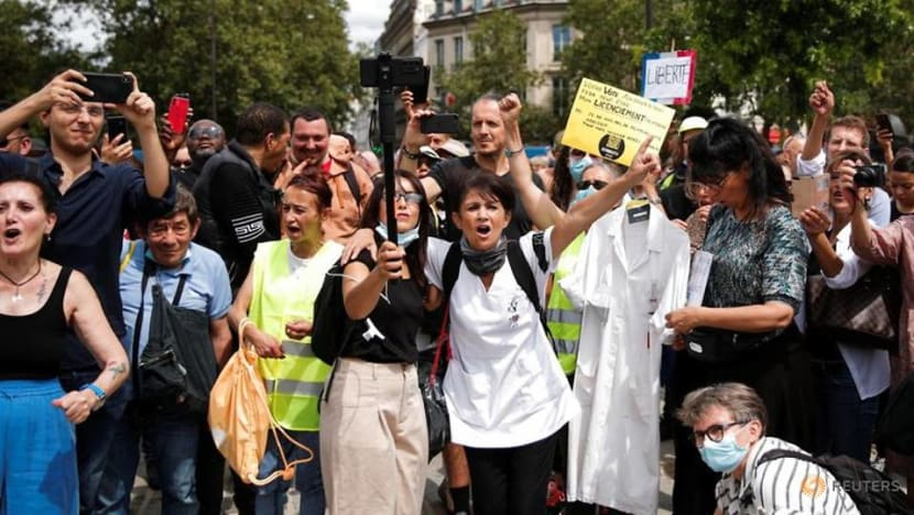 Protesters opposed to COVID-19 measures clash with police in Paris