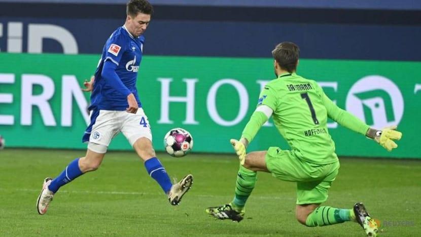 Schalke's Hoppe nets hat-trick to snap 30-game winless run