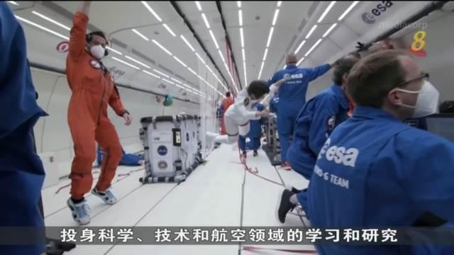 美国公司以女太空人为原型制作芭比娃娃 在太空驰骋