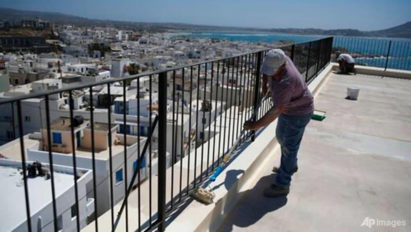 No vaccines, no dinner: indoor Greek restaurants accept only inoculated customers