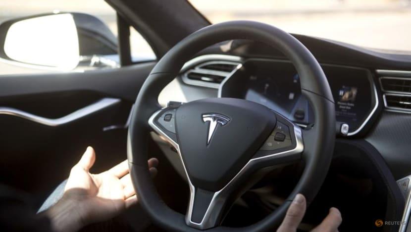 Two senators urge 'thorough' US agency Tesla Autopilot probe