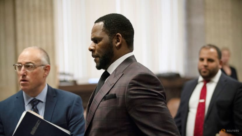 R&B singer R Kelly faces prospective jurors for sex abuse trial