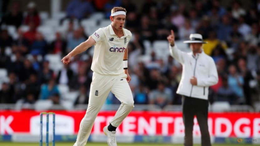 Cricket-England's Broad injures calf, doubtful for second test v India