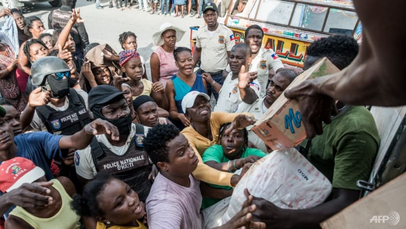 US airlifts food, tents to quake-ravaged southern Haiti