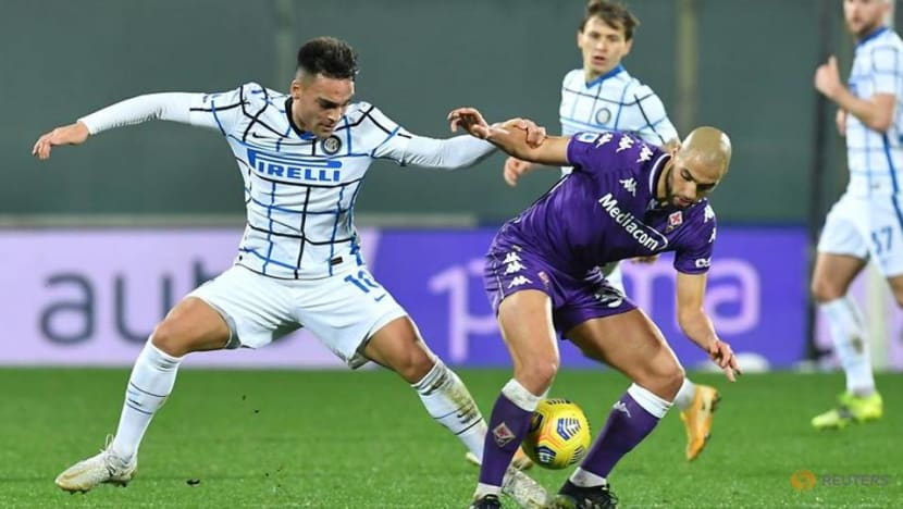 Inter go top with 2-0 win at Fiorentina