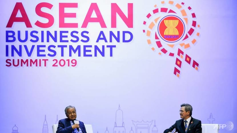 Trade talks in balance at Southeast Asian leaders summit