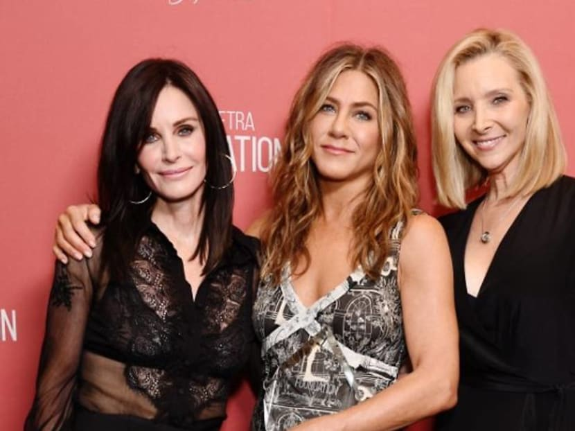 Jennifer Aniston skips awards to hang out with Friends Courteney Cox, Lisa Kudrow