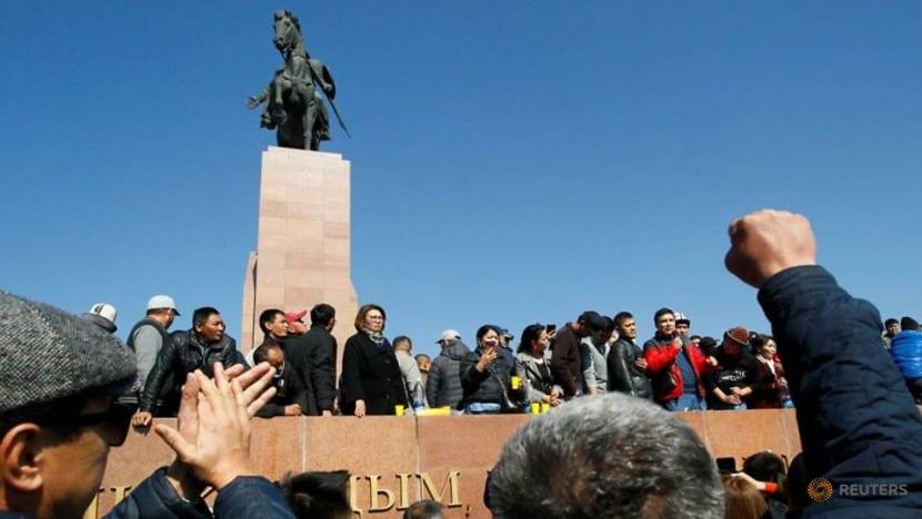 No progress on Kyrgyz impasse as businesses warn of economic damage