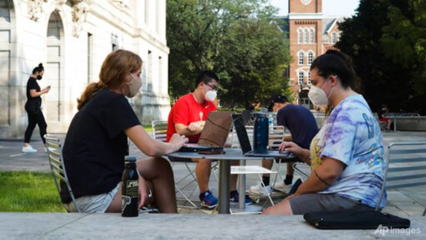 COVID-19 pandemic pushes steep drop in foreign college students in US