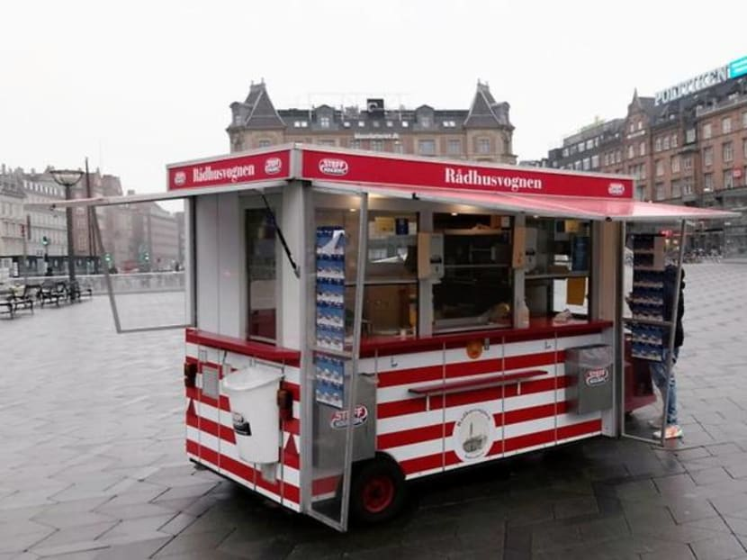 Danes mark 100 years of sausage stands with hotdog crawl