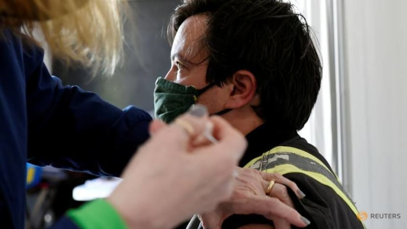 Vaccine tourism: Canadians fly south for COVID-19 shot as US demand falls