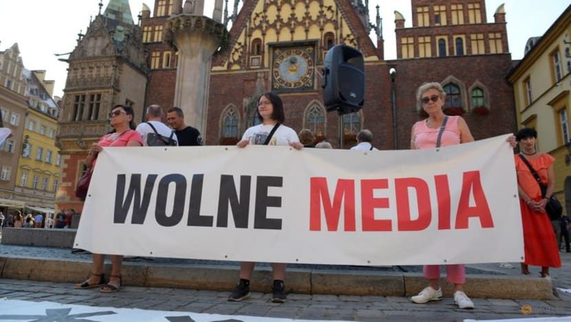 Polish PM rejects US criticism of media and property restitution bills