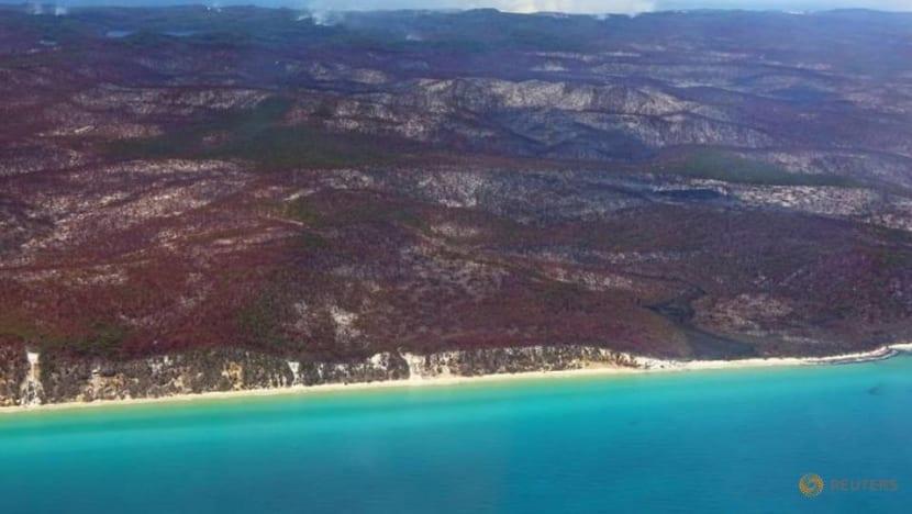 'Leave immediately': Bushfire approaches township in Australia's Fraser Island