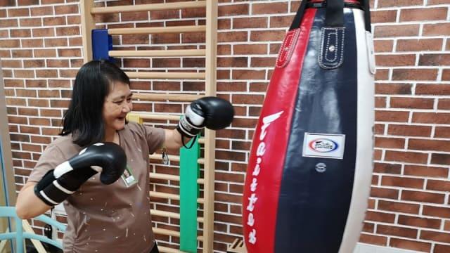 通过拳击和电动游戏机复健!直落布兰雅乐龄活动中心正式开幕