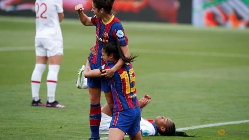 Soccer-Barcelona beat PSG to reach Women's Champions League final