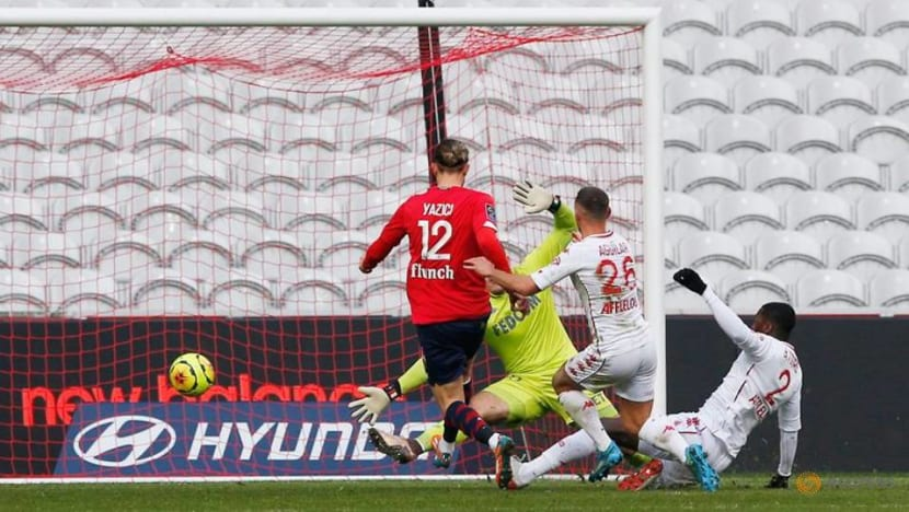 Solid Lille beat Monaco to slash PSG's lead to two points