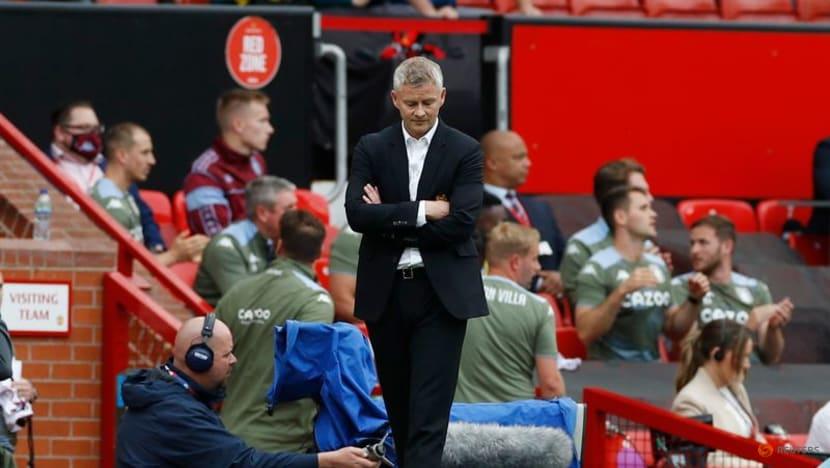 Solskjaer unhappy with Villa players putting off Fernandes