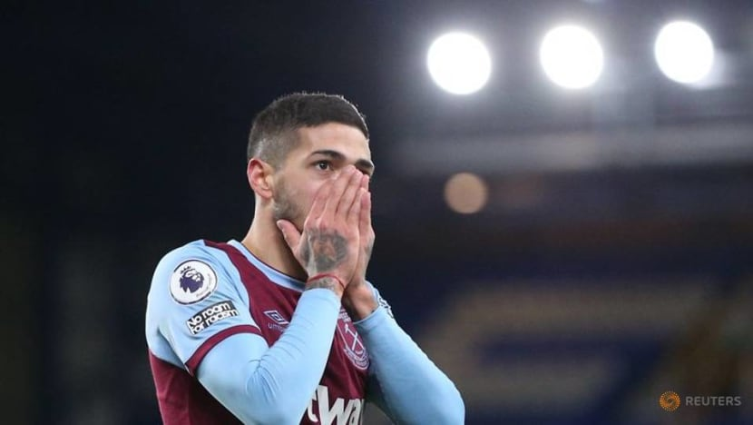 West Ham's Lanzini donates to foodbank after COVID-19 rules breach
