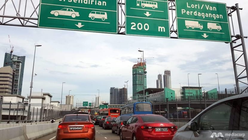 Unclear if Malaysia's Vehicle Entry Permit requirement will apply to all land borders: MOT