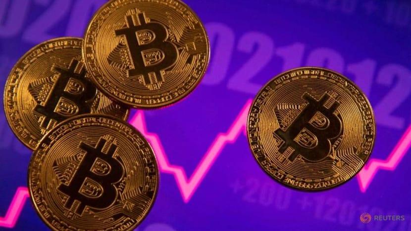 Bitcoin, ethereum plunge; crypto market cap losses nearly US$1 trillion
