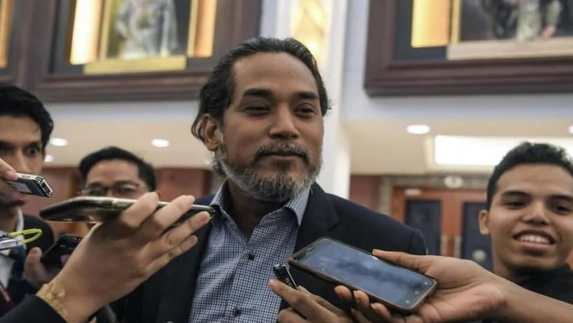 Putrajaya to look into Internet connectivity in rural areas, says science minister after Sabah student took exam on a tree
