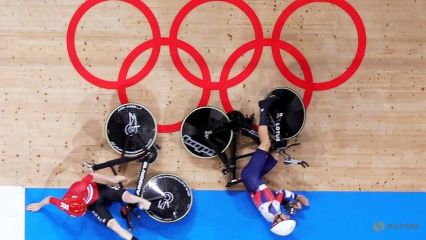 Olympics-Cycling-Britain wobbling as Germans, Dutch strike gold