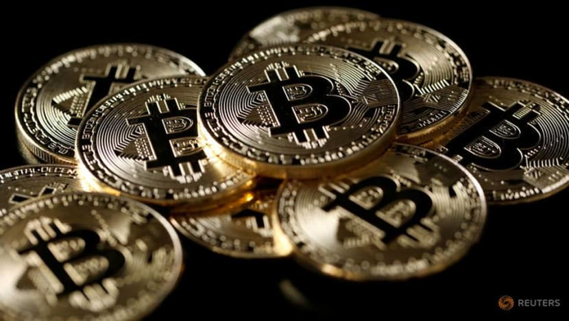 Bitcoin falls below US$5,000 for first time since 2017