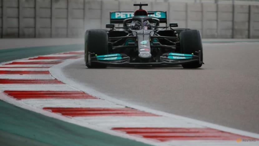 Hamilton denies feeling the pressure after pitlane slip