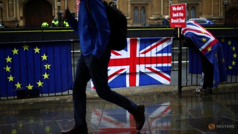 UK government, planning for election, postpones budget