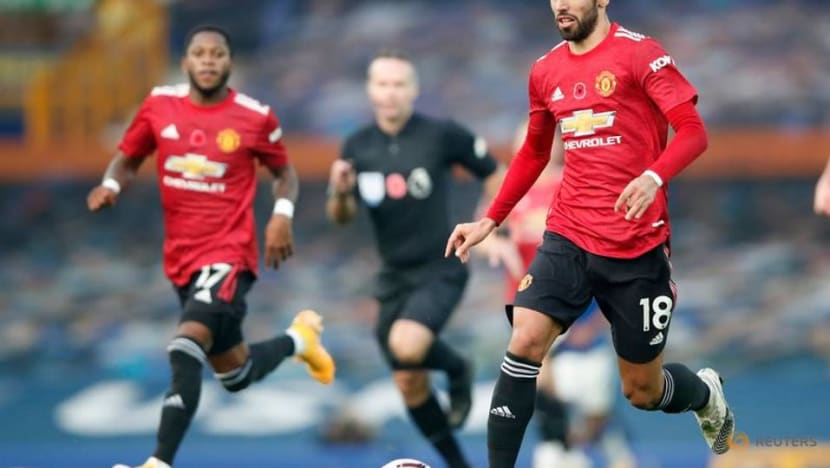 United ease pressure on Solskjaer with win at Everton