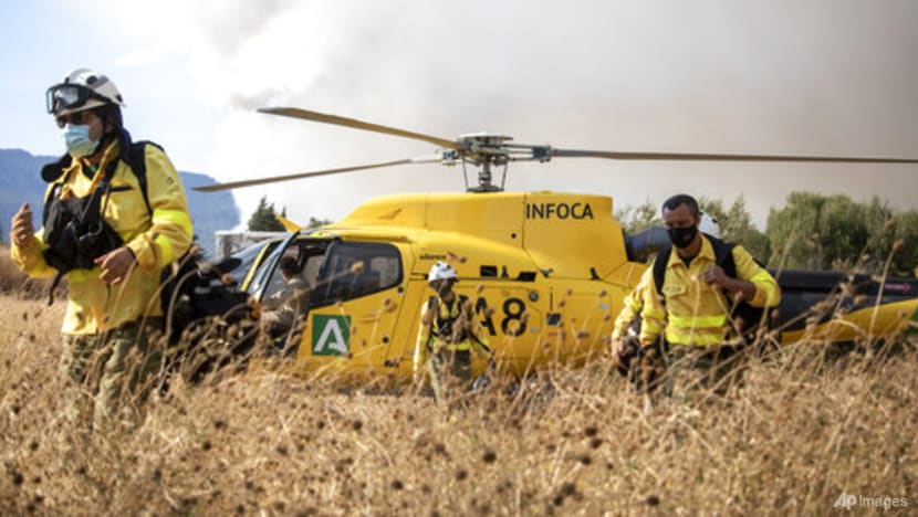 Strong wind complicates fighting wildfire in southeast Spain