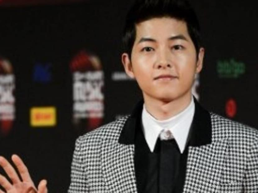 Korean actor Song Joong-ki threatens to sue for rumours of dating