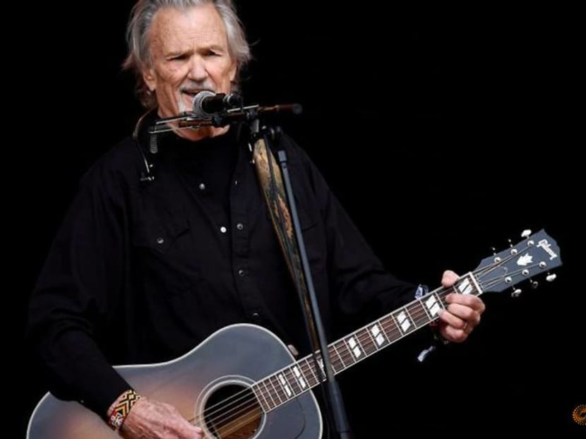 Country star Kris Kristofferson quietly bows out