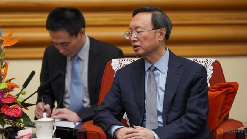 Top Chinese diplomat calls for China, US to mend relations