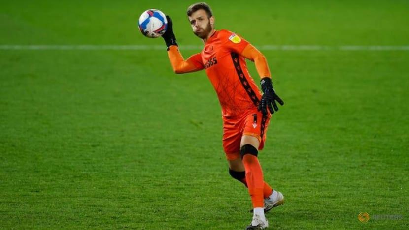 Football: Norwich sign goalkeeper Gunn from Southampton