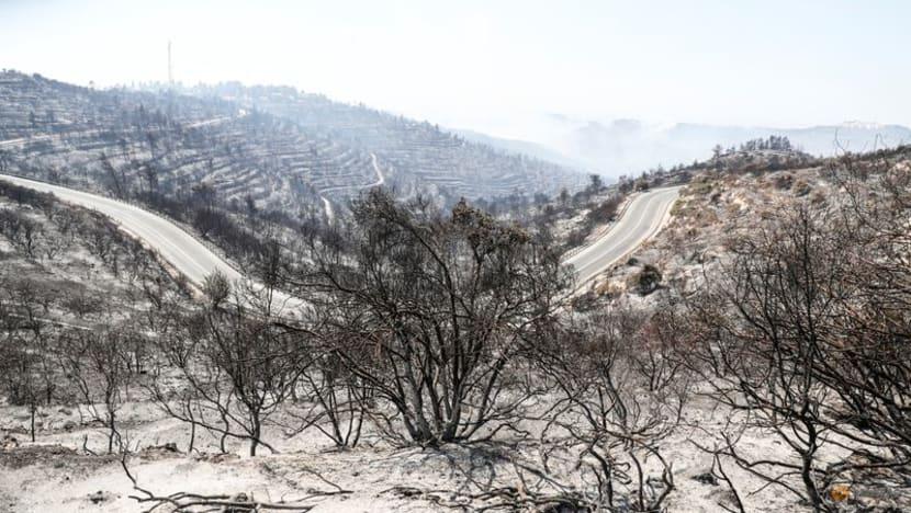Firefighters evacuate towns outside Jerusalem as wildfire blazes