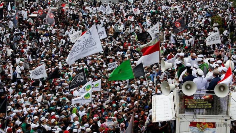 Indonesian Muslims protest France's defence of cartoon
